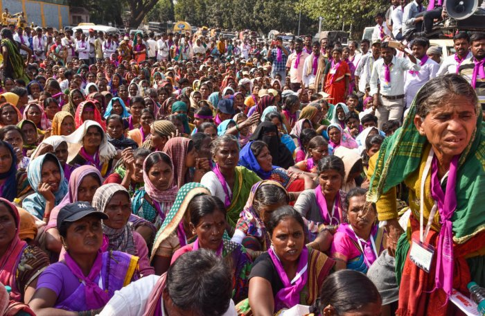 Women from rural areas, who came from Chitradurga after a 12-day march, stage a protest on Sheshadri Road in Bengaluru on Wednesday demanding ban on the sale of liquor in the state. DH PHOTO