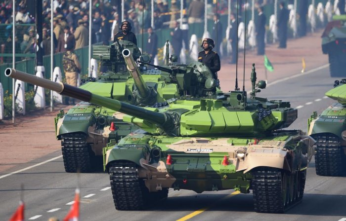 Indian Army T-90 (Bhishma) tanks take part during the Republic Day parade in New Delhi on January 26, 2019. - India celebrated its 70th Republic Day. (Photo by Money SHARMA / AFP)