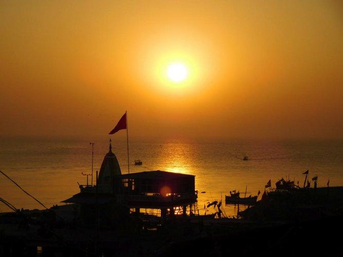 Sunset at the Nani Daman beach. PHOTOS BY AUTHOR