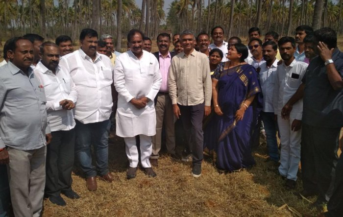Ministers Krishna Byre Gowda, K J George, Jayamala, Council Deputy Chairman S L Dharme Gowda, MLA Belli Prakash and DC M K Srirangaiah during a drought survey by the Cabinet sub committee at Kadur.