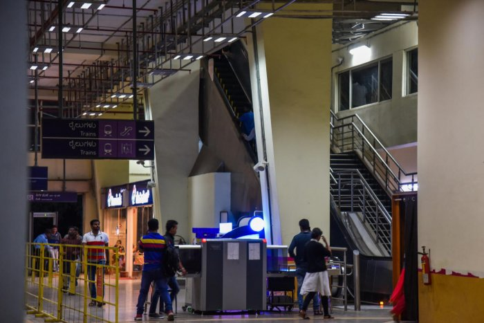 A student fell on the escalator at the MG Road metro station on Friday evening. DH photo/S K Dinesh