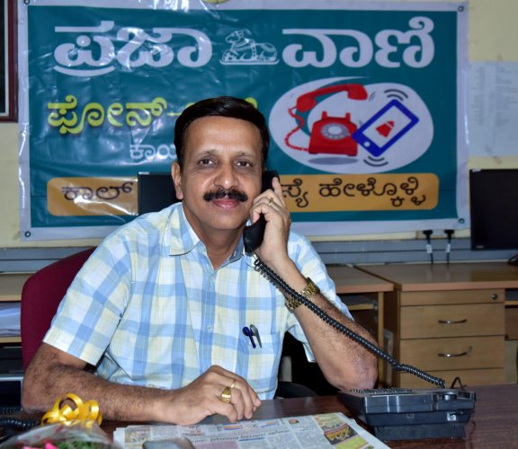 Prof Narendra L Nayak, Expert Educational Institutions president, receives a call during the phone-in programme organised by Prajavani at the DH-PV editorial office in Balmatta on Monday.