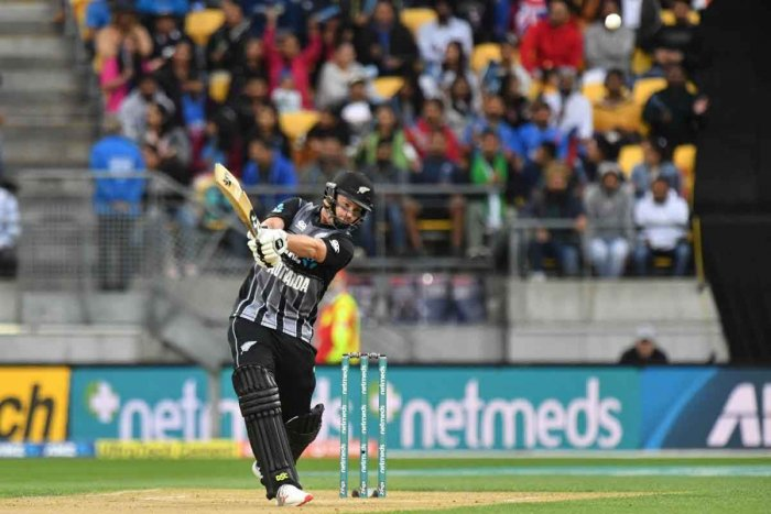 New Zealand's Colin Munro hits a six during the first Twenty20 cricket match between New Zealand and India in Wellington on February 6, 2019. (AFP photo)