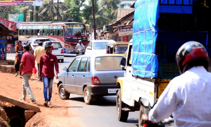 Traffic congestion is common on the narrow Guruvayanakere Road.