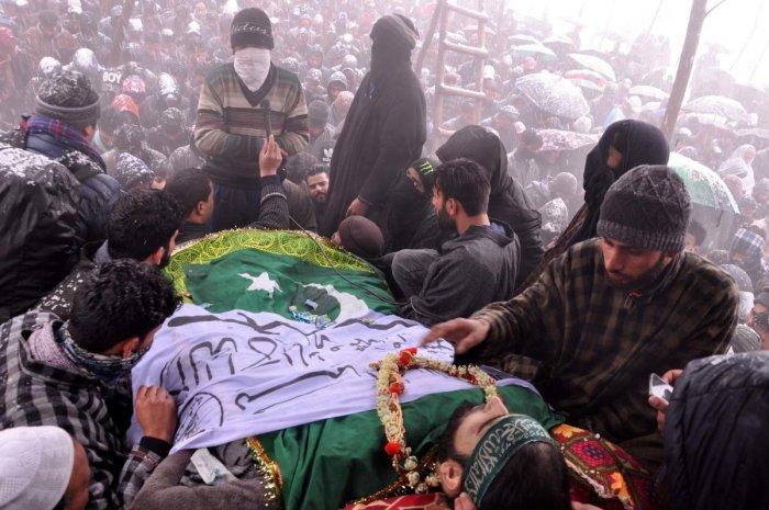 Despite Heavy snowfall Thousands attend funeral of a slain Militant Irfan Ahmad Sheikh at Chakoora Pulwama. DH Photo/ Umer Asif.