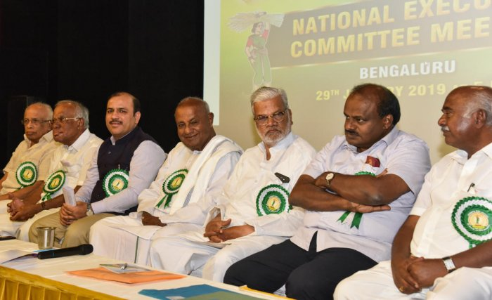STRATEGISING: Kerala Minister Krishna Kutty, national working president PGR Sindhia, secretary general Danish Ali, national president H D Deve Gowda, national vice president Sripathirao Shinde, Chief Minister H D Kumaraswamy and state president H Vishwanath at the JD(S) national executive committee meeting in Bengaluru on Tuesday. DH photo