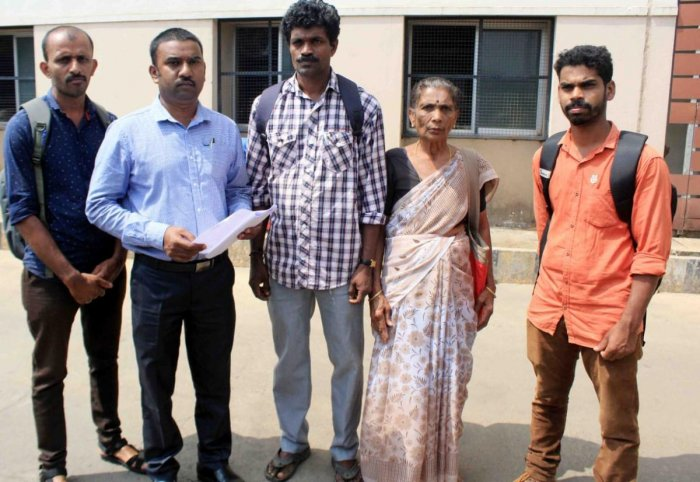 Natural calamity victims from Second Monnangeri submitted a memorandum to the district administration on Friday.