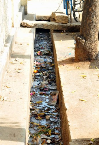 A clogged drain in Chikkamagaluru. DH photo/ A N Murthy