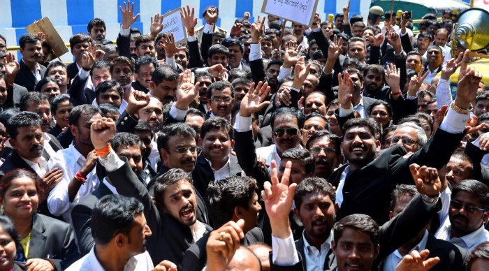 Lawyers protest near the Freedom Park on Tuesday. DH PHOTO/RANJU P