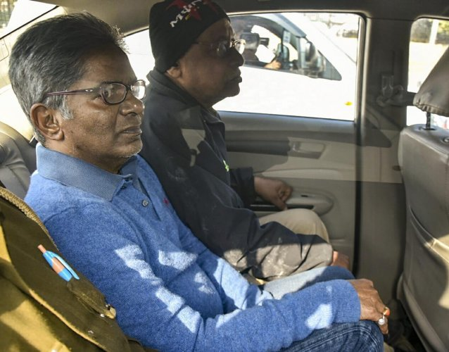 New Delhi: Rajiv Saxena, a Dubai-based businessman wanted in the VVIP choppers case, on his way to be produced at court by Enforcement Directorate, in New Delhi, Thursday, Jan 31, 2019. (PTI Photo) (PTI1_31_2019_000118B)