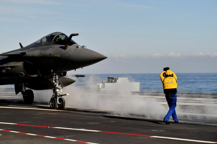 """FILE PHOTO: A French fighter jet Rafale prepares to take off on the aircraft carrier """"Charles de Gaulle"""", after the completion of its 18 month-long renovation in Toulon, France, November 8, 2018. Christophe Simon/File Photo"""