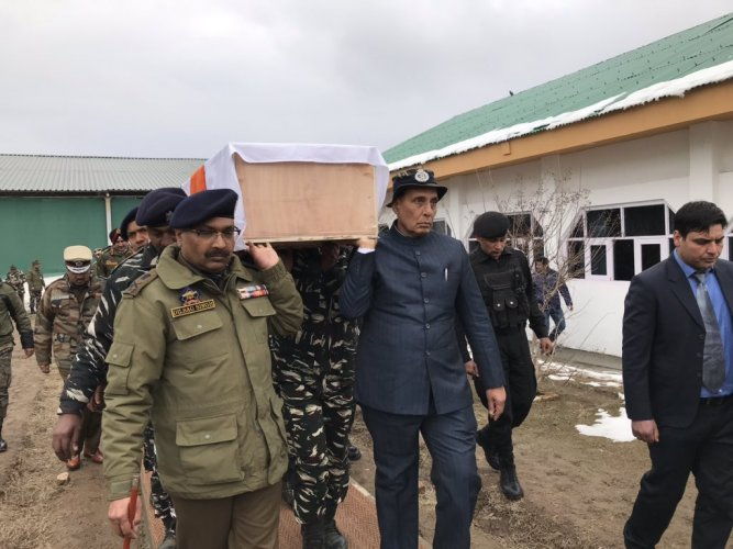 Singh helped carry the coffin of a slain CRPF jawan before it was flown out of Jammu and Kashmir in a special aircraft, an official present at the function said. Source: Twitter/rajnathsingh