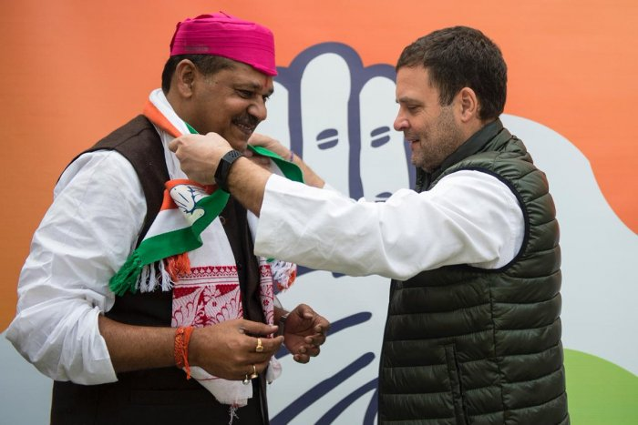 Kirti Azad, a Lok Sabha member from Darbhanga in Bihar, met Congress president Rahul Gandhi, who welcomed him into the party. (Twitter/KirtiAzad)