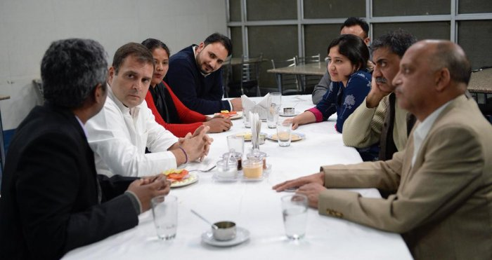 Congress party president Rahul Gandhi meets small business persons. (Twitter)