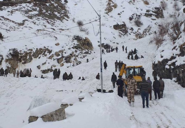 Security forces on the rescue operation. (Photo by ITBP)