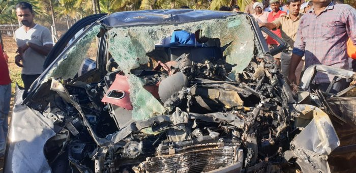 Four persons, including two children, have been killed as a car they were travelling in rammed against a roadside toilet near Udayapura, in Channarayapatna taluk, on National Highway 75, on Thursday morning. DH photo