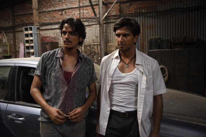 Vijay Varma as Moeen, a mechanic and thief, in 'Gully Boy'.