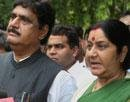 Munde buys peace with Gadkari, not to quit BJP