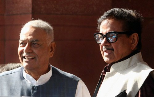 Shatrughan with Jethmalani, Yashwant on Gadkari exit issue