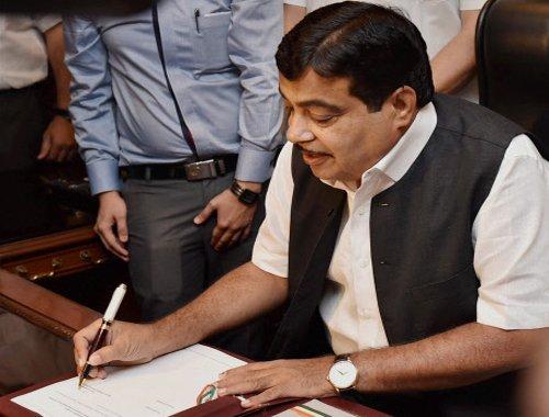 Gadkari wants faster progress in road building