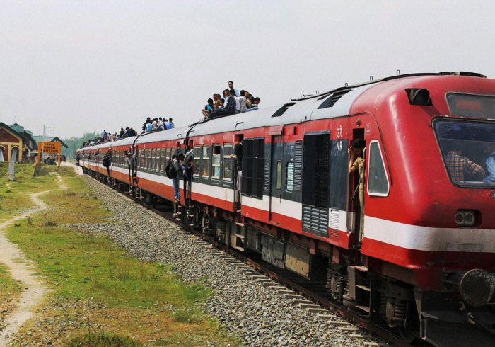Bangalore-bound train proceeds leaving few coaches behind