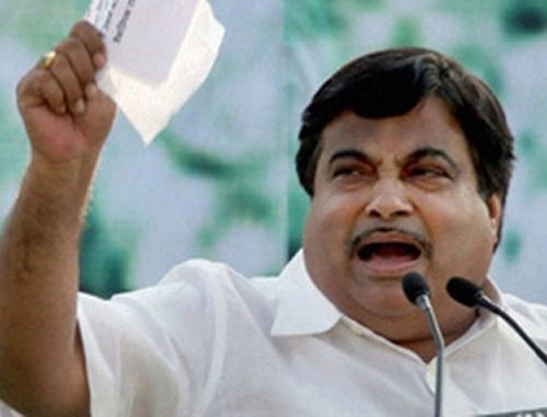 """Gadkari says journalists should accept """"packages"""""""