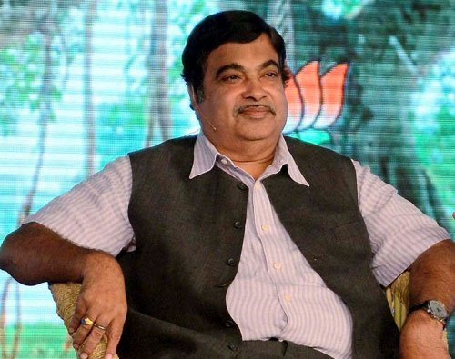 EC expresses displeasure at  Gadkari's 'accept bribe' remark