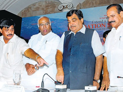 10 mega roadworks to get going in State by December: Gadkari