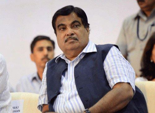 Cong to dig heels over Gadkari's resignation demand