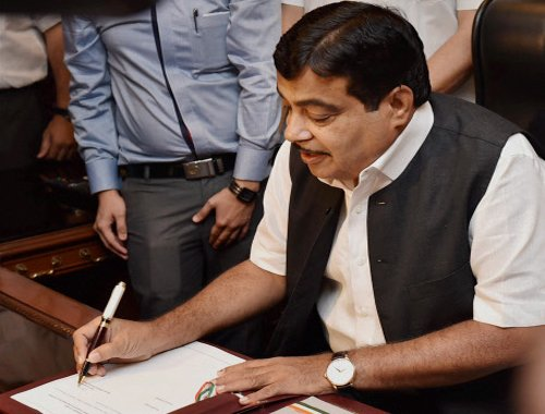 No going back on land bill, open to changes: Gadkari