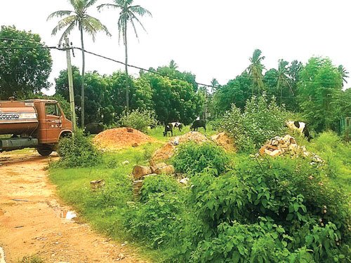 BBMP turns a blind eye to encroachment on parks, road