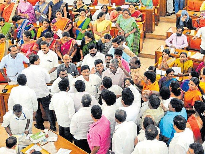 BJP, Congress corporators come to blows at BBMP council meet