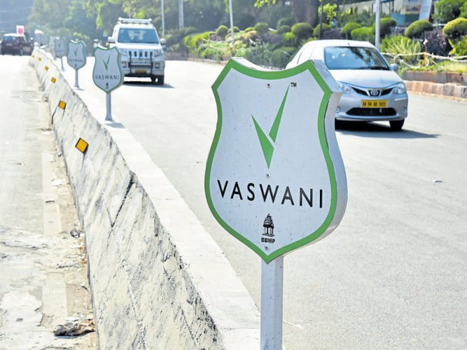 Realty firm fixes its boards on divider, BBMPsays not aware