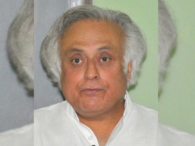 Cong alleges conflict of interest in Gadkari's PS-run firm