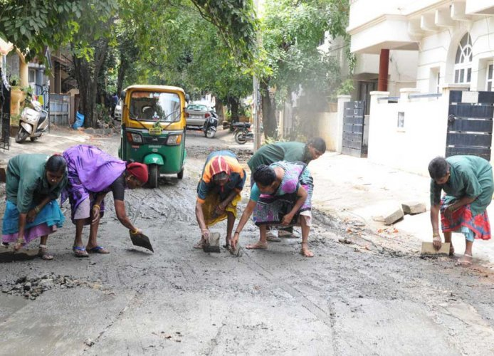 Unpaid for 2 months, say BBMP contract workers