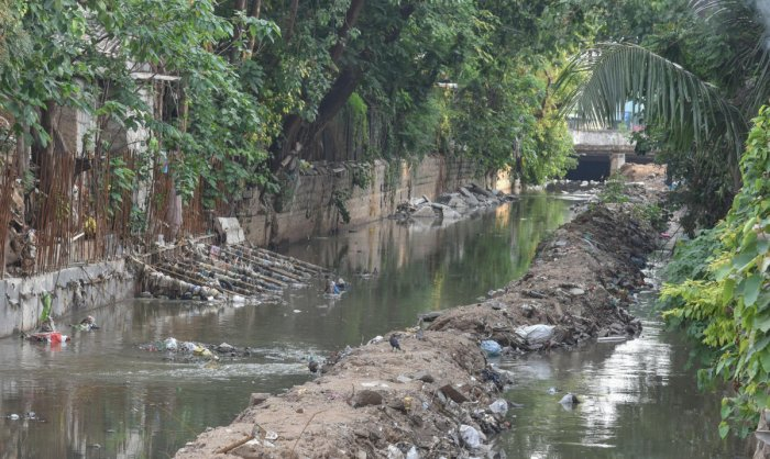 Remodelling work yet to be completed at a stormwater drain at Link Road, Seshadripuram. DH Photo/S K Dinesh