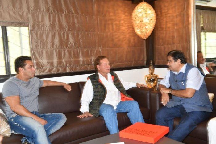 Union minister Nitin Gadkari on Friday met Bollywood actor Salman Khan and his father Salim Khan, a noted script writer, at their residence. DH Photo