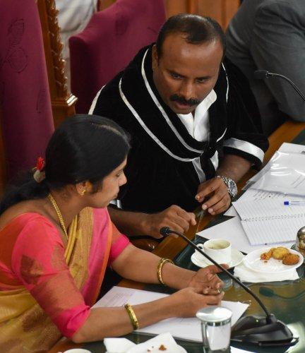 Mayor R Sampath Raj interacts with his deputy Padmavati atthe BBMP general meeting on Thursday. DH PHOTO