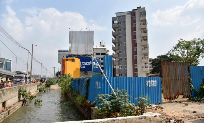 Many allottees say their sites are within touching distance of a stormwater drain (rajakaluve) that criss-crossesthe sprawling residential colony, off Magadi Road in southwesternBengaluru. (DH File Photo. For representation only)