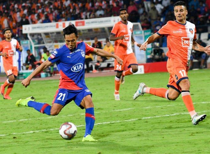 CLINICAL Bengaluru FC's Udanta Singh scores his side's second goal against FC Goa at the Sree Kanteerava stadium on Thursday. DH PHOTO/BH SHIVAKUMAR