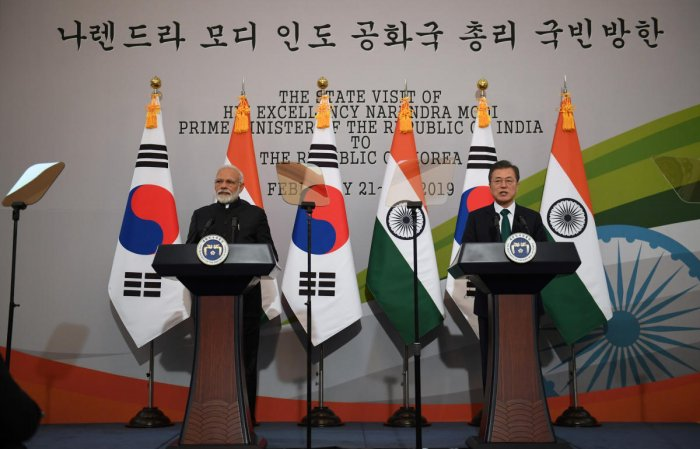 Indian Prime Minister Narendra Modi and South Korea's President Moon Jae-in attend a joint press conference after their meeting at the presidential Blue House in Seoul on February 22, 2019 Jung Yeon-je/Pool via REUTERS