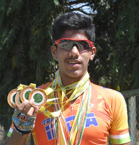 GRITTY Tejas P Ramesh overcame a fracture on the right hand to win three gold medals at the National Championships last December. DH photo/ Srikanta Sharma R