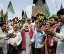 Telangana protestors attack Hyderabad college