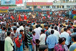 Students, KSRTC staff clash, bus services affected