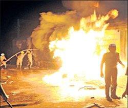17 injured in fire in Mumbai slum