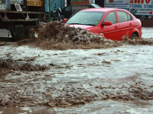 Heavy rain hits life in Mumbai, 2 killed