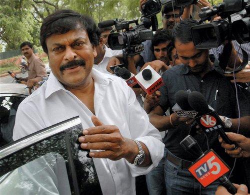 Chiranjeevi offers to resign over Telangana decision