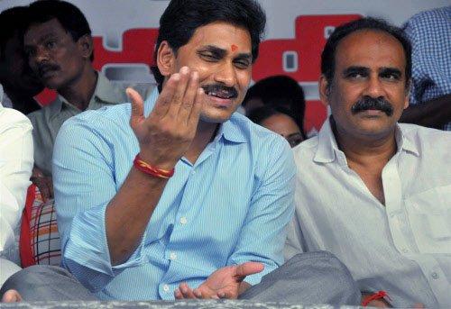 Anti-Telangana  stir pushes AP  to the edge