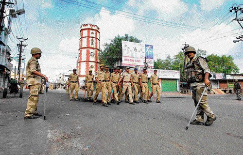 Seemandhra employees continue strike over Telangana