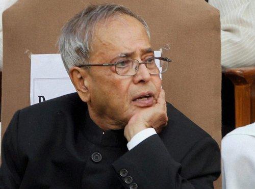Pranab seeks legal opinion on Telangana bill